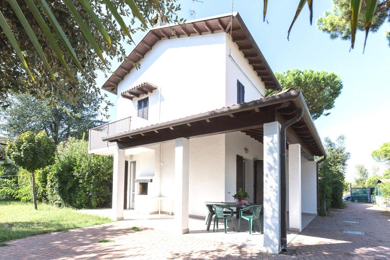 Lido di Spina, Adriatic Coast, Italy - Beatiful holiday home with large garden, Villa Mary