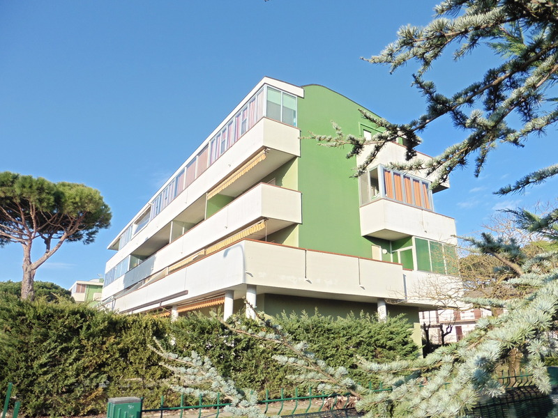 Holiday apartment in Lido di Spina with ample terrace, 400 mt. from the sea - Apartment Sole B9