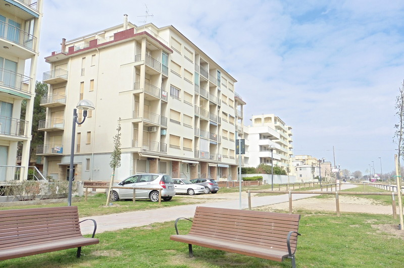 Holiday apartment in Lido degli Estensi, Adriatic Coast Italy,  Rental apartment in front to the sea - Europa B6